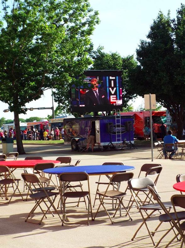There was an awesome sit-down area with a big-screen TV for fans to enjoy while they chowed down on tasty food truck eats.
